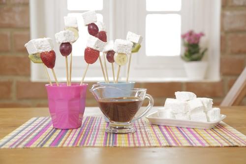 Espetinho de Frutas com Marshmallow Caseiro