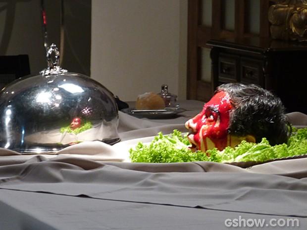 Zelândia não esperava por esse jantar desagradável (Foto: Malhação/ TV Globo)