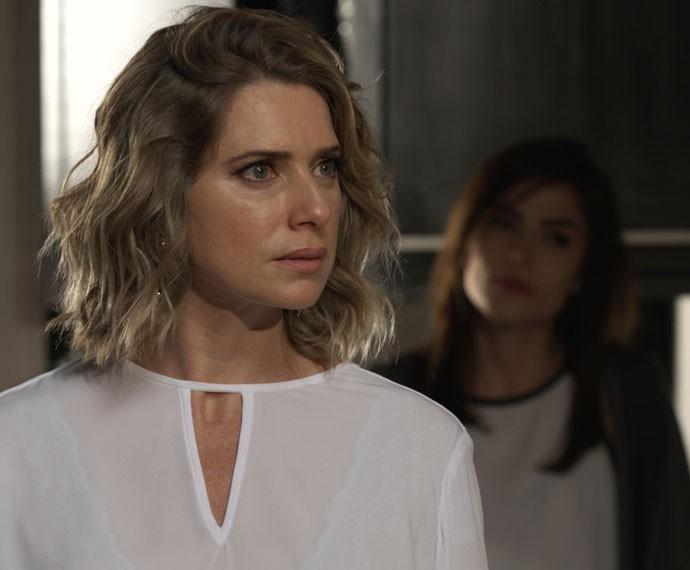 Soraya pede satisfação sobre a presença de Grego na casa de Pat (Foto: TV Globo)