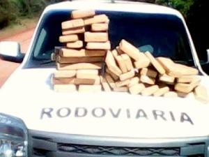 PRE apreende veículo com 76 kg de maconha em rodovia de MS (Foto: Divulgação/PRE)
