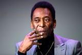 Internado na UTI, Pelé tem infecção abdominal e faz hemodiálise em SP