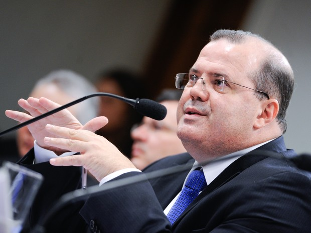 05/08/204 - Presidente do Banco Central do Brasil, Alexandre Tombini, em pronunciamento à mesa na sala de comissões do Senado Federal durante reunião da Comissão de Assuntos Econômicos (CAE) (Foto: Pedro França/Agência Senado)