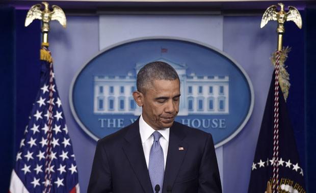 O presidente dos EUA, Barack Obama, fala sobre a morte de dois reféns em uma operação americana na fronteira entre o Paquistão e o Afeganistão (Foto: Susan Walsh/AP)