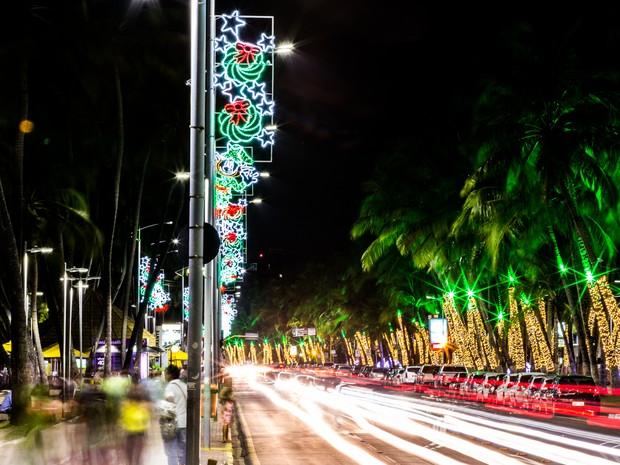 Iluminação de Natal decora bairros da capital alagoana (Foto: Jonathan Lins/G1)