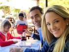 Ticiane Pinheiro passeia com a filha, Rafinha, e o namorado, César Tralli