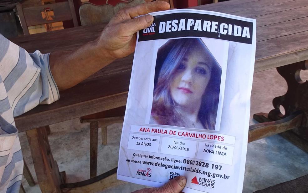 Cartaz com data em que a queixa de desaparecimento foi registrada pela família de Aana Paula (Foto: Flávia Cristini/ G1)