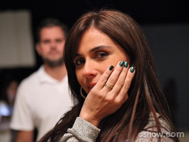 Giovanna aposta no verde escuro metálico para a fase atual da personagem (Foto: Carol Caminha/ TV Globo)