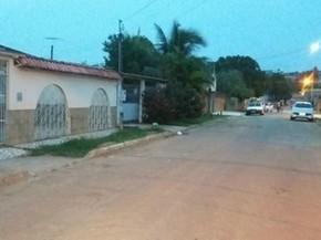 Agente estaria em casa no momento em que dois homens atiraram contra ele (Foto: Aldo França/Rede Amazônia Acre)