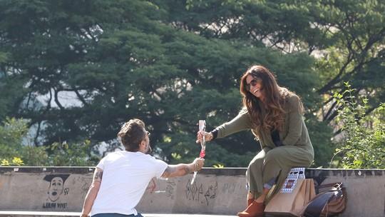 Durante gravações em São Paulo, elenco comenta triângulo amoroso de 'Sol Nascente'