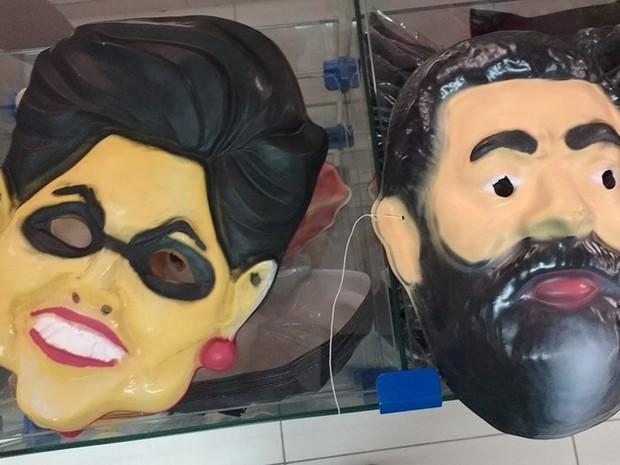 Na loja Millôr, os clientes encontram máscaras de Lula e Dilma por R$ 6 (Foto: Vivian Reis/G1)