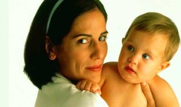 Glória Pires é a babá Nice em Anjo Mau (Foto: Divulgação Globo)