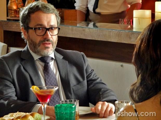 Nando fica chocado com notícia de Juliana (Foto: Em Família/ TV Globo)