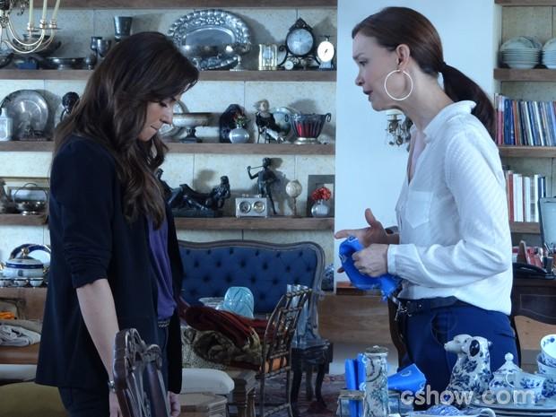 Helena diz que Clara tem que esquecer Marina (Foto: Em Família/TV Globo)