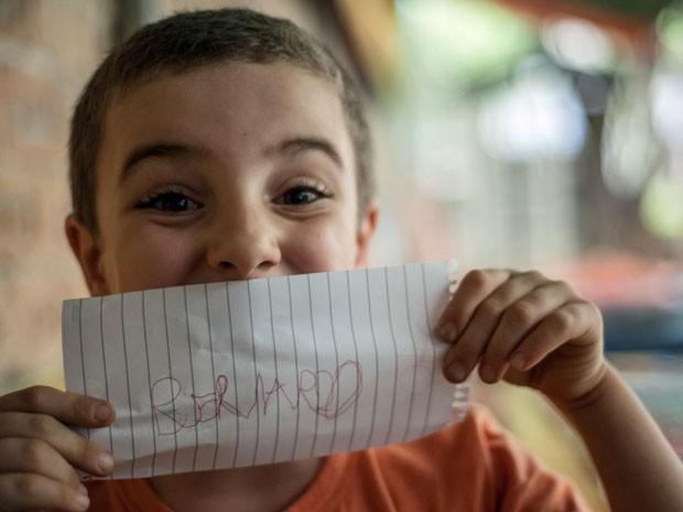 Bernardo Falsitti, de 6 anos, aprova a metodologia diferente da escola (Foto: Raul Zito/ G1)