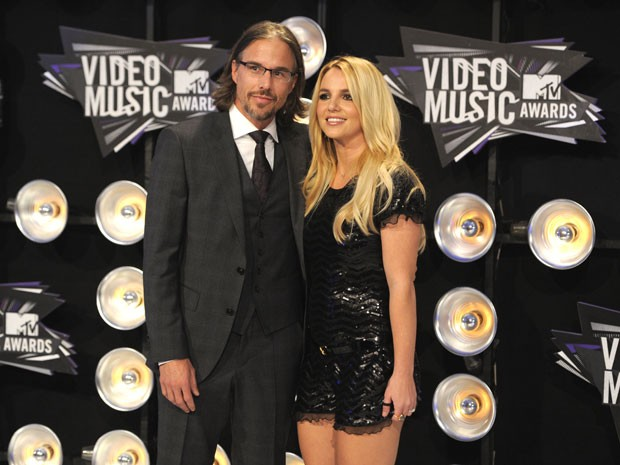 Foto de agosto de 2011 mostra Jason Trawick e Britney Spears na chegada da premiação do MTV Video Music Awards, em Los Angeles (Foto: Chris Pizzello/AP)