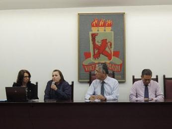 Reunião definiu fim do vestibular da UFPE (Foto: Moema França / G1)