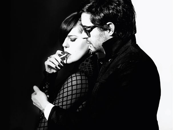 Bárbara Paz contracena com Ricardo Tozzi no espetáculo (Foto: Divulgação)