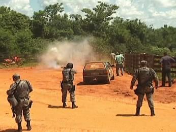 Desocupação de terra indígena tem confronto entre polícia e produtores (Foto: Reprodução/TVCA)