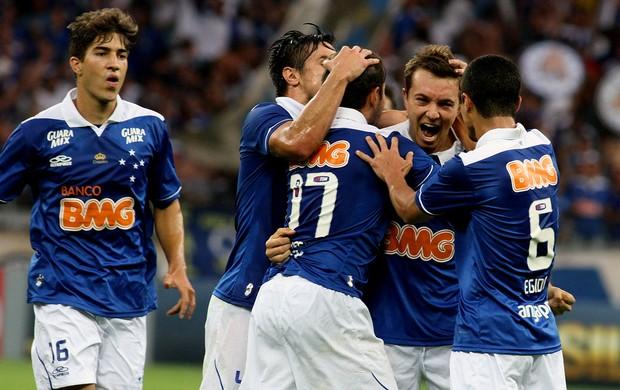 Everton Ribeiro Dagoberto Cruzeiro gol criciúma (Foto: Paulo Fonseca / Agência Estado)