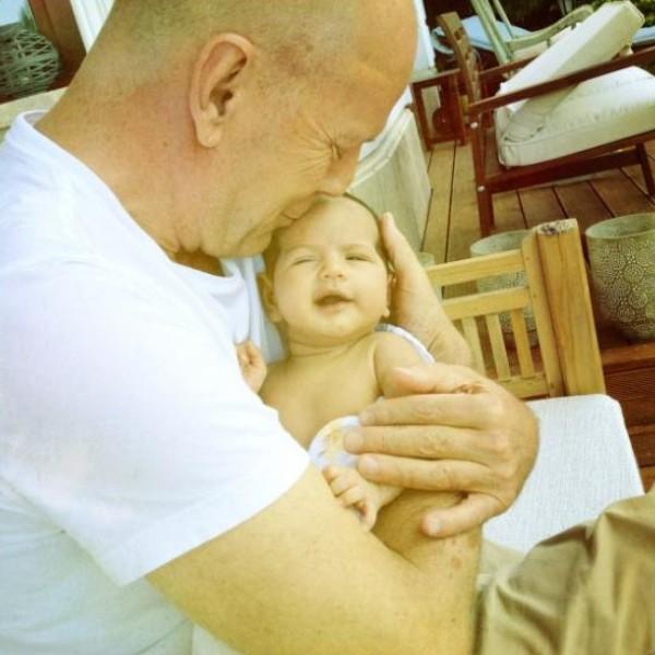 Bruce Willis com filha (Foto: Twitter)
