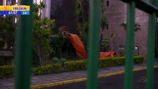 Integrantes do MST ocupam pátio do Incra em Porto Alegre