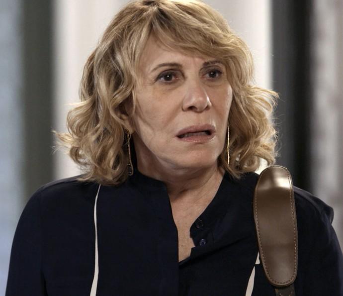 Nora diz que vai morar com Régis (Foto: TV Globo)