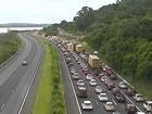 Trânsito fica congestionado na freeway na volta do litoral no RS