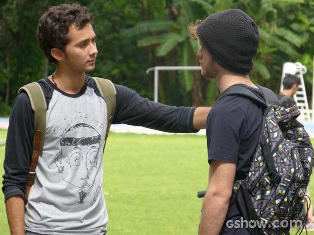 Ben procura Sidney para fazer as pazes (Foto: Malhação / TV Globo)