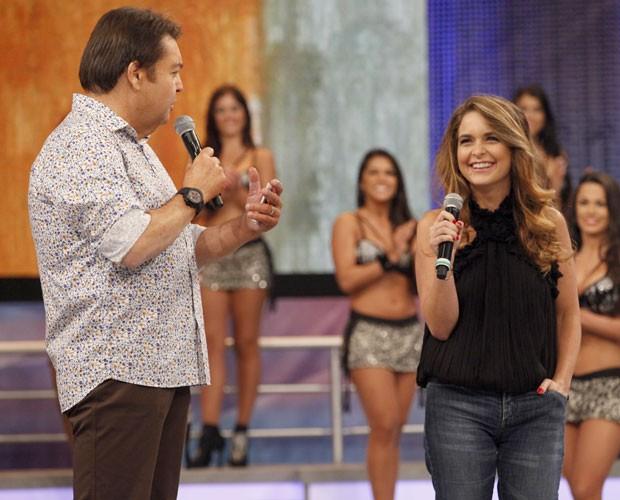 Atriz analisa sua excêntrica personagem de 'Cheias de Charme' (Foto: Domingão do Faustão / TV Globo)