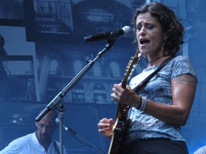 Zélia Duncan canta no palco do Anhangabaú (Foto: Paulo Toledo Piza/G1)