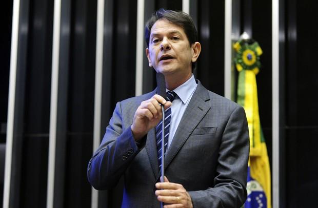 O ministro da Educação, Cid Gomes, fala ao plenário da Câmara (Foto: Gustavo Lima/Câmara dos Deputados)