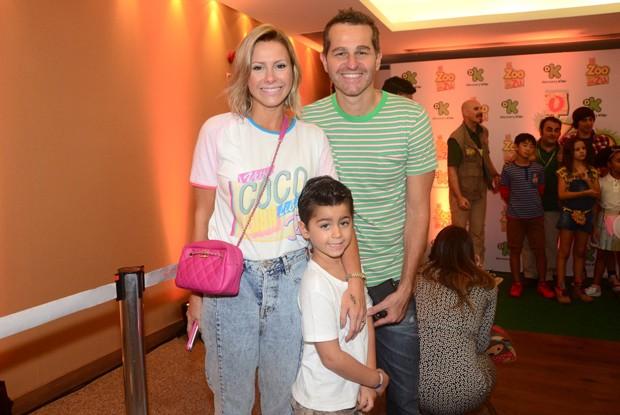 Monica Salgado, Afonso Nigro e filho em pré-estreia (Foto: Eduardo Martins / AGNEWS)