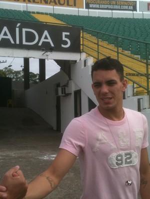 Atacante Caio se despede de companheiros de Figueirense (Foto: João Lucas Cardoso / GLOBOESPORTE;COM)