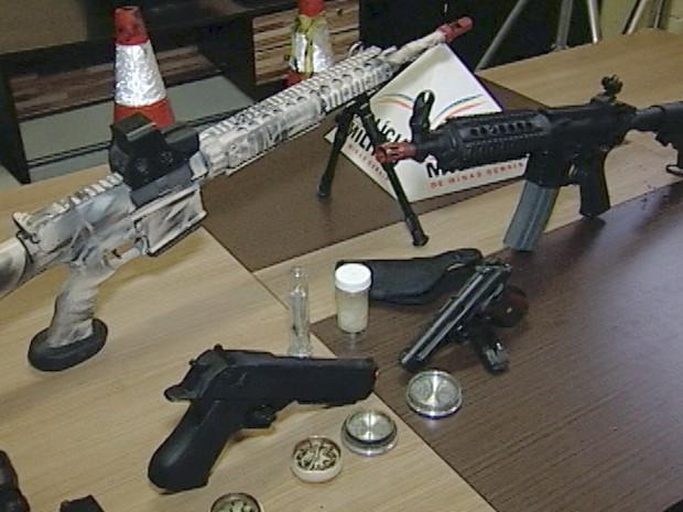 fuzis Uberaba polícia militar pistola  (Foto: Reprodução/ TV Integração)