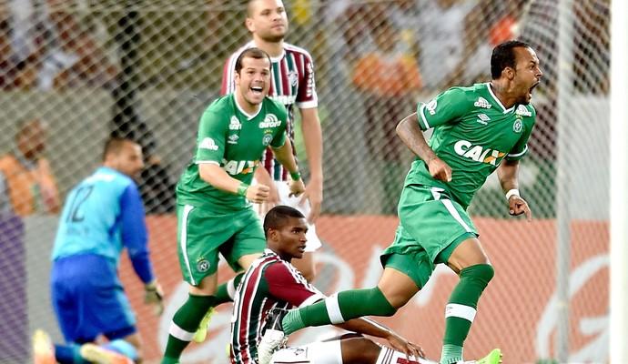 Bruno Silva comemora gol da Chapecoense contra o Fluminense (Foto: Buda Mendes / Getty Images)