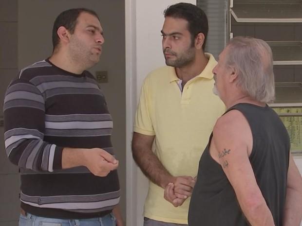 Os amigos têm o aposentado Miguel (dir.) como um 'tio' (Foto: Reprodução/ TV TEM)