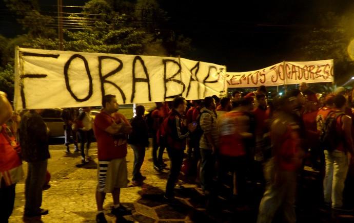 Protesto Flamengo Gávea (Foto: Globoesporte.com)