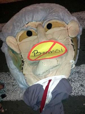 Manifestantes levaram boneco do secretário Sérgio Benassi para a Câmara de Campinas (Foto: Lana Torres / G1 Campinas)