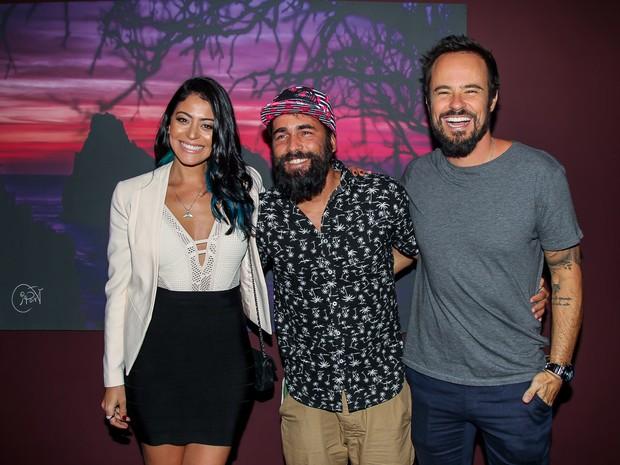 Carol Castro, Iaponã e Paulo Vilhena em inauguração de exposição em São Paulo (Foto: Manuela Scarpa/ Brazil News)