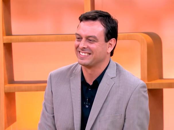 O 'coach' Fabio Di Giacomo conversa com Sandra Annenberg sobre mudanças na vida profissional (Foto: Globo)