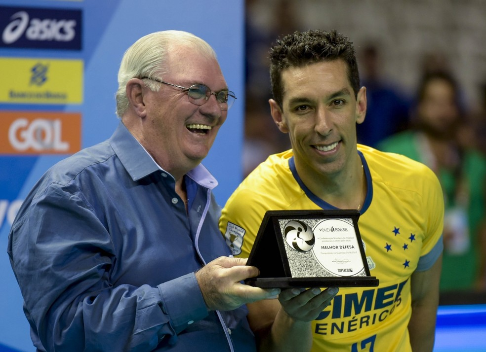 Serginho ganhou o prêmio de melhor defesa  (Foto: Divulgação/Inovafoto/CBV)
