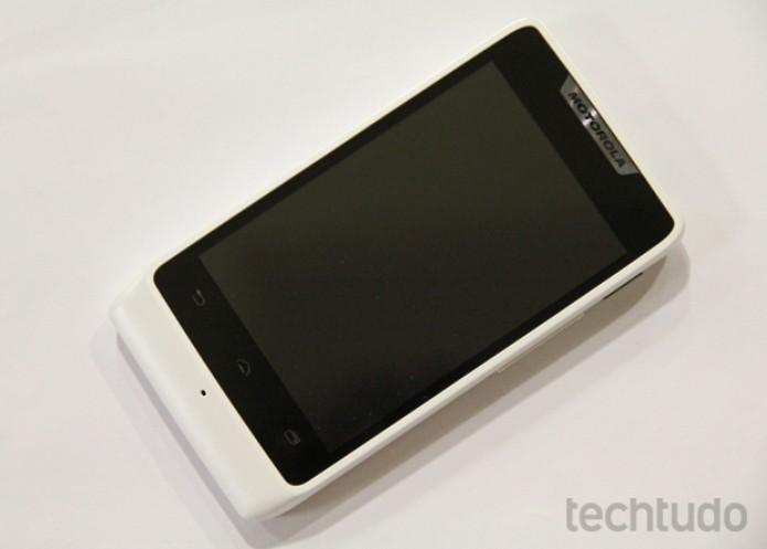 O Motorola Razr D1 não tem uma tela com boa resolução (Foto: Marlon Câmara/TechTudo)