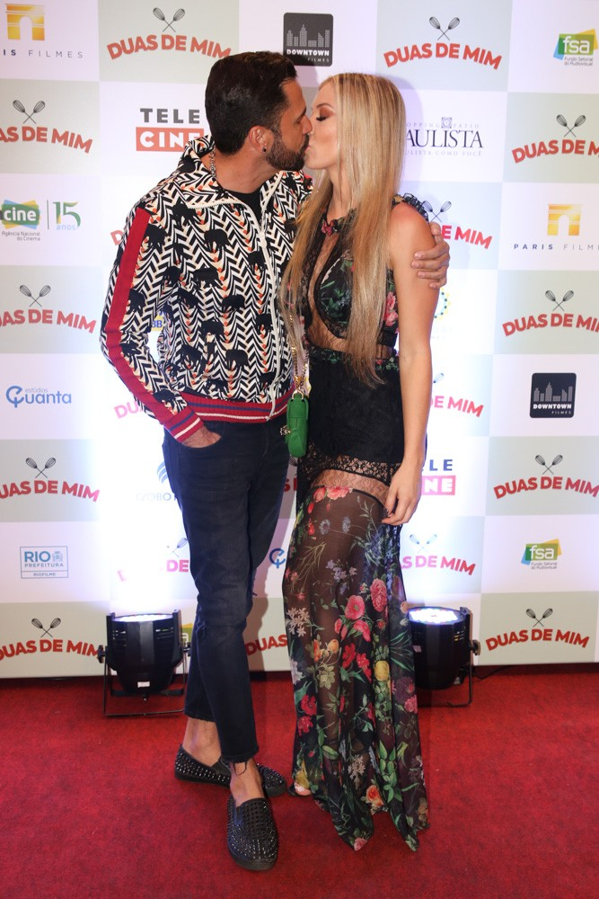 Latino e a namorada Jéssica Rodrigues (Foto: Deividi Correa / AgNews)