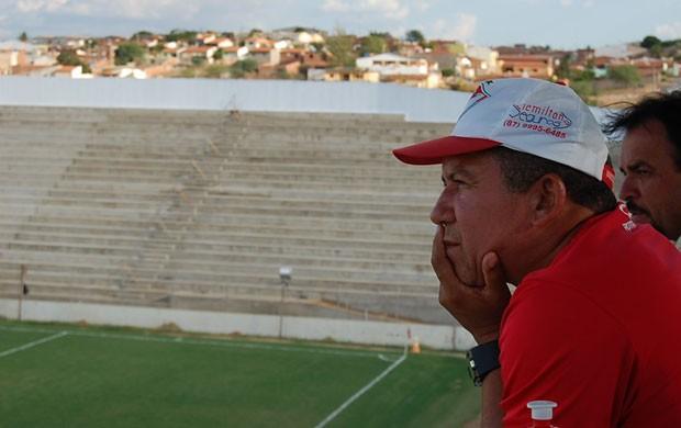 Neco, técnico do Salgueiro (Foto: Tiago Medeiros / GloboEsporte.com)