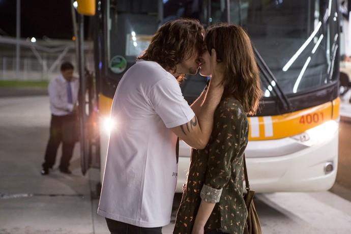 Gui beija Júlia e se declara (Foto: Felipe Monteiro/Gshow)