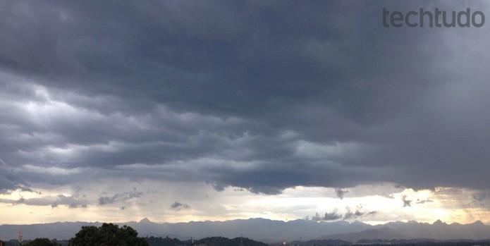 Frequentes, as chuvas de verão representam riscos aos aparelhos eletrônicos (Foto: Diego Abreu/TechTudo)