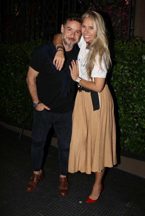 Adriane Galisteu com Alexandre Iódice (Foto: Thiago Duran/AgNews)