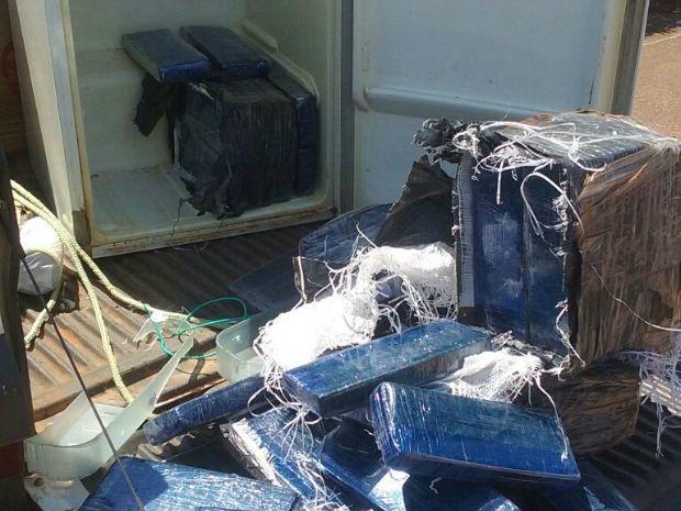Maconha foi encontrada dentro de geladeira que estava sendo transportada de Ariquemes para Porto Velho (Foto: PRF/Divulgação)