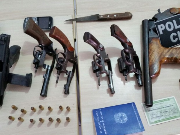 Operação policial prendeu suspeitos de homicídio, armas e drogas em Imaculada nesta terça-feira (29) (Foto: Cristiano Jacques/Polícia Civil)