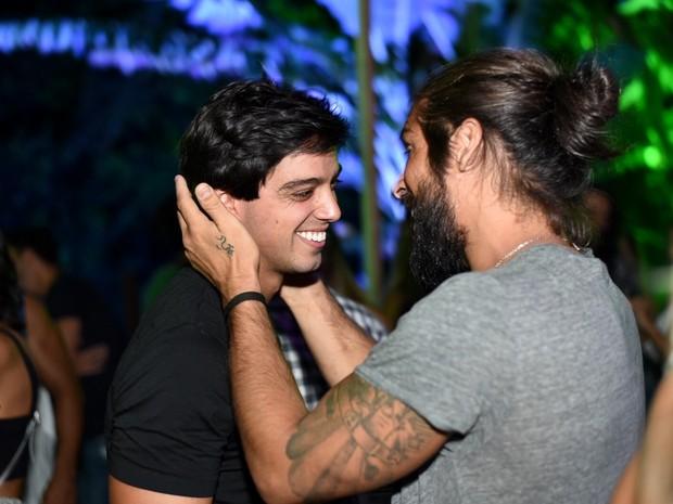 Rodrigo Simas em show na Zona Norte do Rio (Foto: Ari Kaye/ Divulgação)